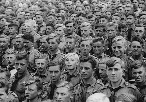 Hitlerjugendfrisur382311