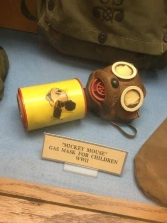 Mickey-mouse-gas-mask-for-children-wwii4